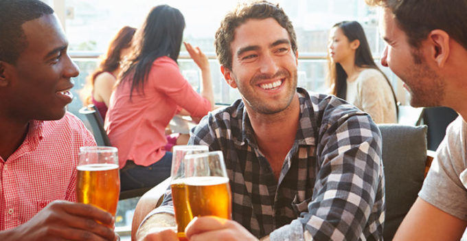 Study Finds Men Need Alcohol to Enjoy Social Situations, but Women Don't